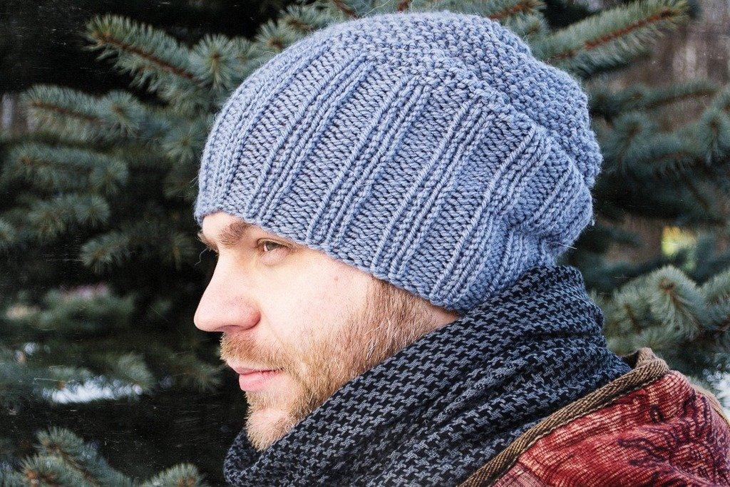 Вязание шапок спицами для мужчин модные модели 2018 28