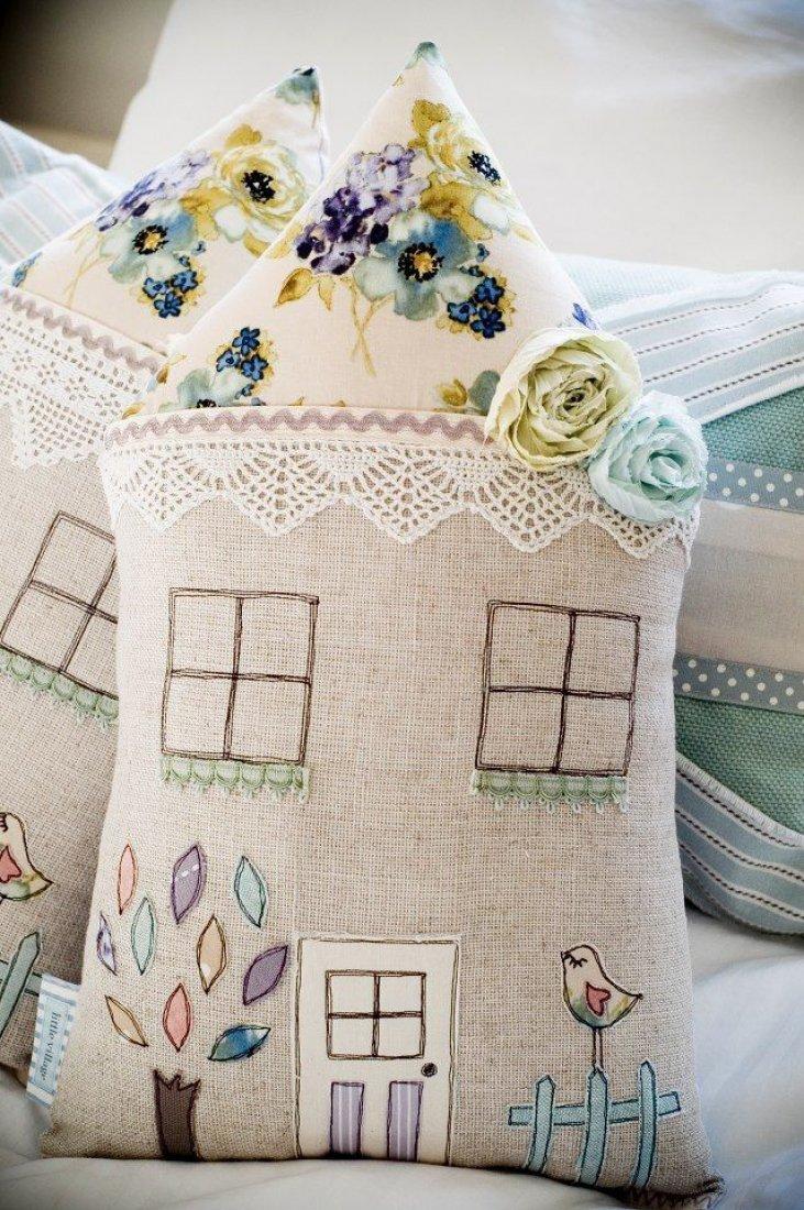 Как сделать в подушках домик