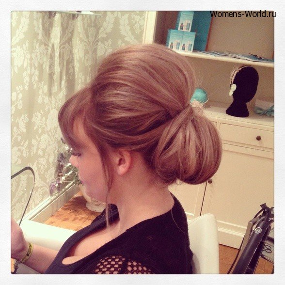 Женская причёска с чёлкой на торжество