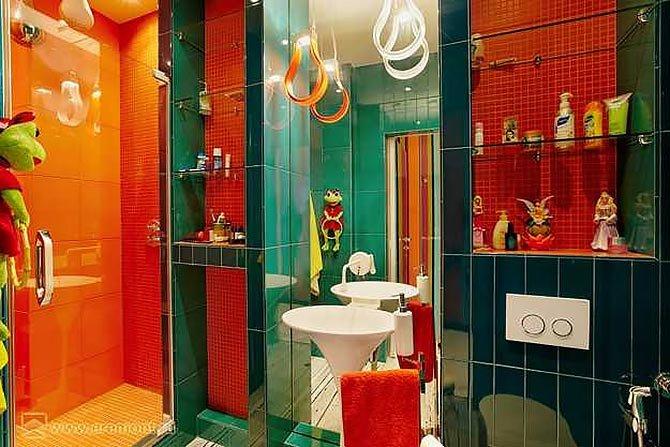 Дизайн ванной ярких цветов