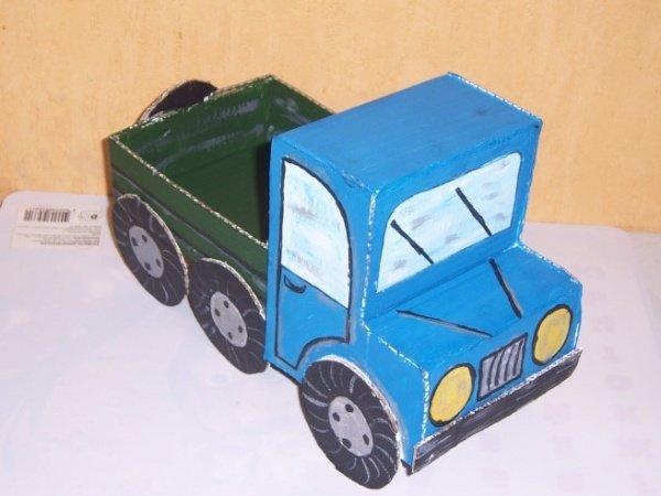 Как сделать машину из картона на картоне