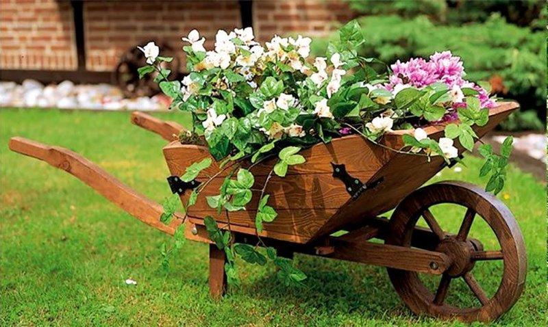 Садовая декоративная тачка для цветов своими руками