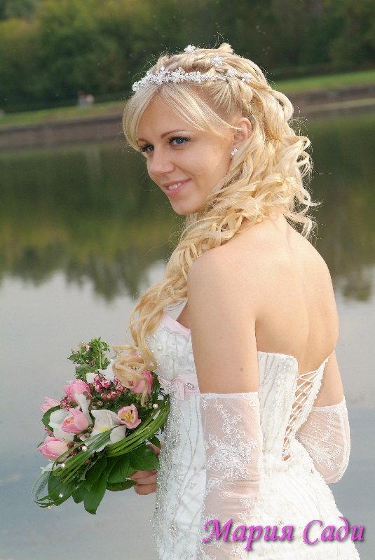 Прически свадебные с накладными прядями