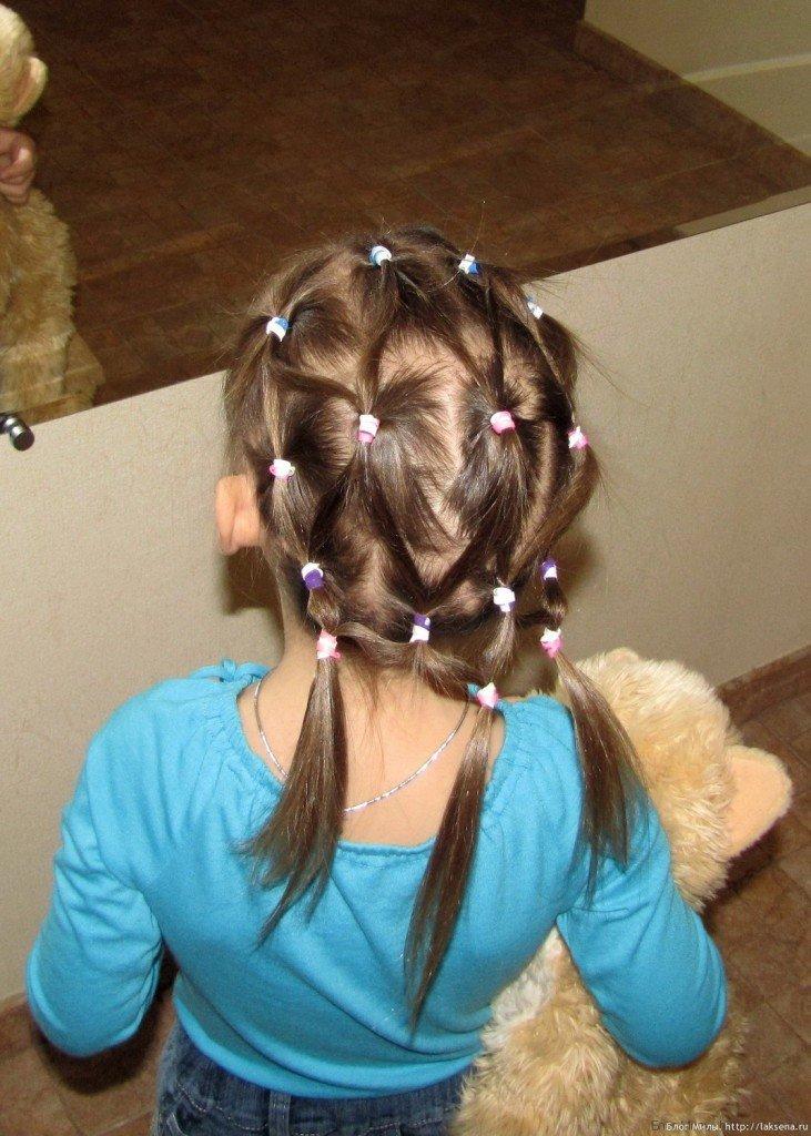 Прическа из хвостиков для девочки