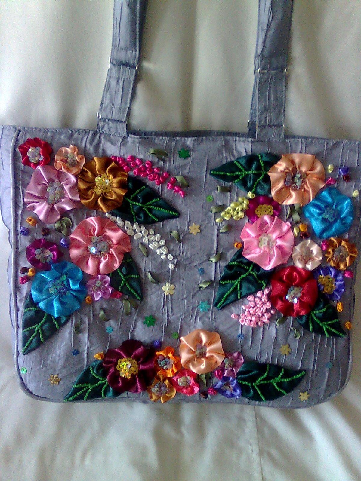 Вышивка лентами сумочка