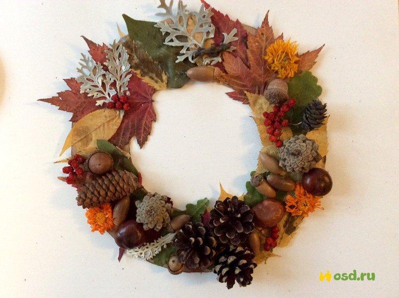Поделки на осень из шишек и листьев