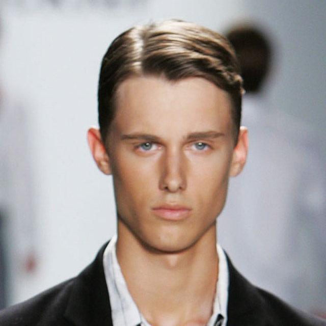 Немного волос у мужских причесок