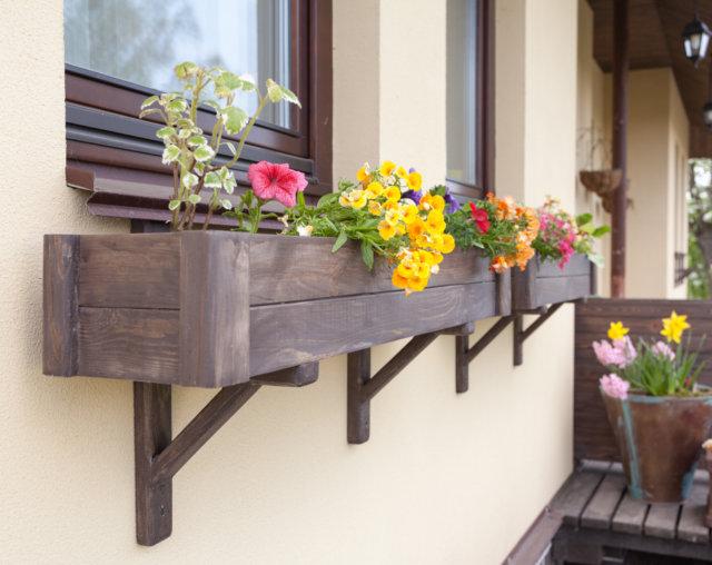 Ящики для цветов под окно своими руками