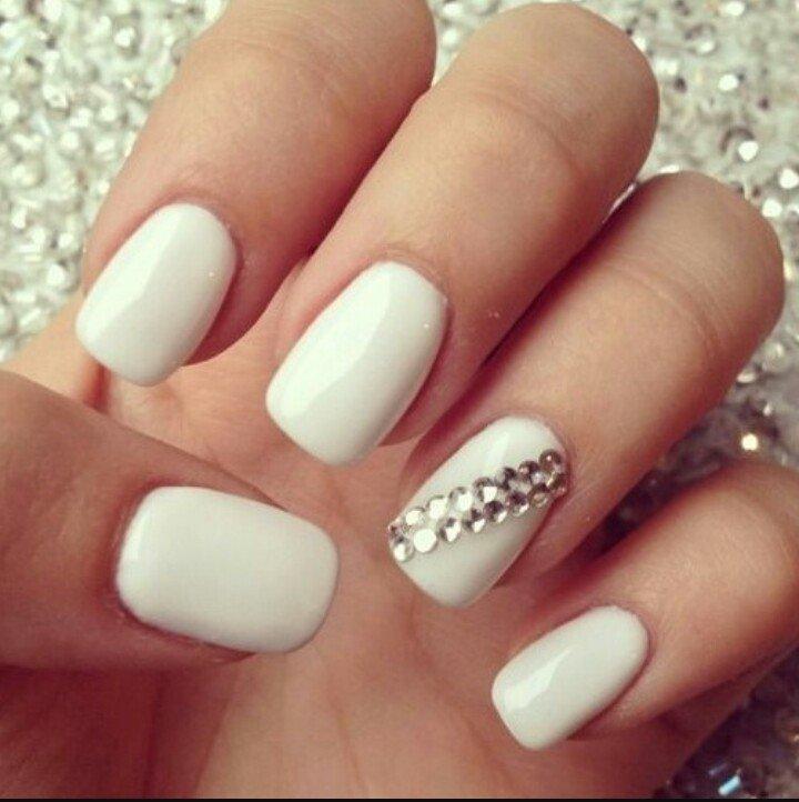 Маникюр ногтей белого цвета