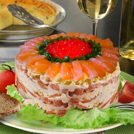 Слоеный салат с икрой красной с