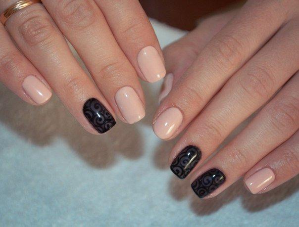 Маникюр бежевый с черным на короткие ногти