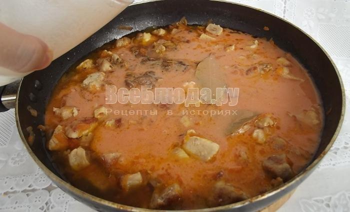 Гуляш из свинины с подливкой без томата рецепт