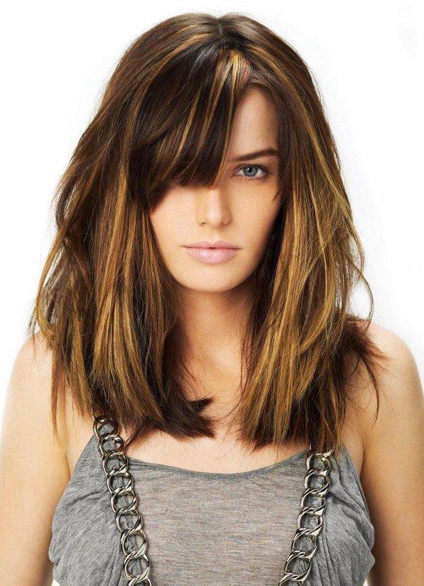 Фото стрижек на средние волосы с длинной челкой