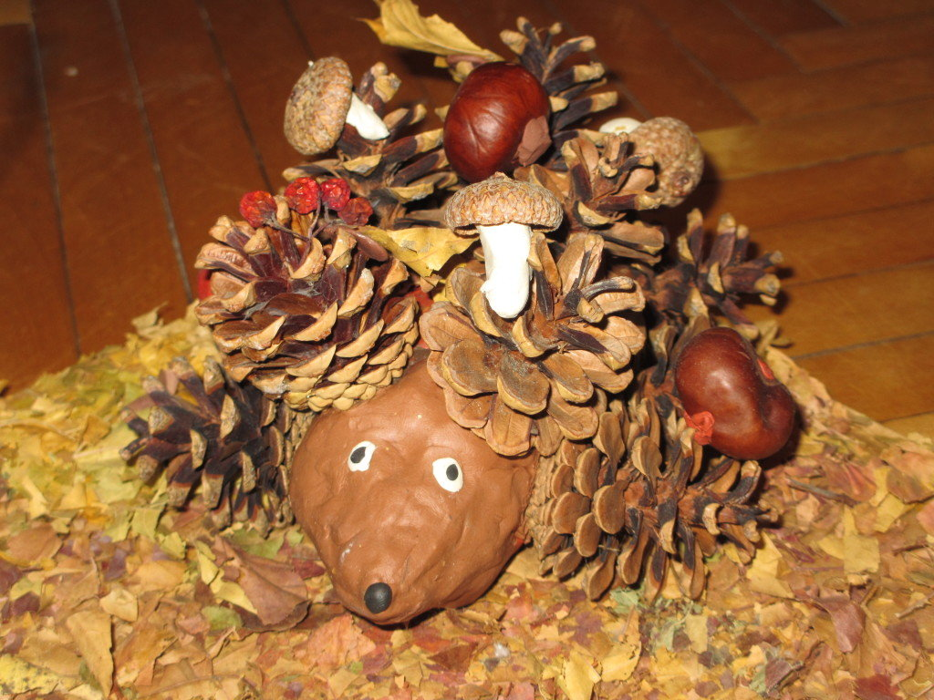 Осенняя поделка из шишек в садик