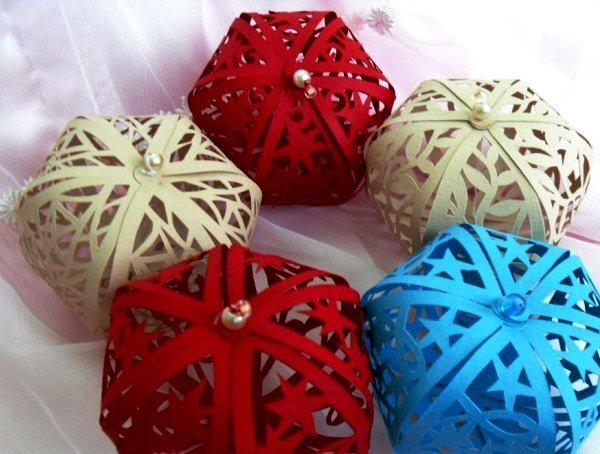 Как сделать новогодние объемные шары из бумаги своими руками 63