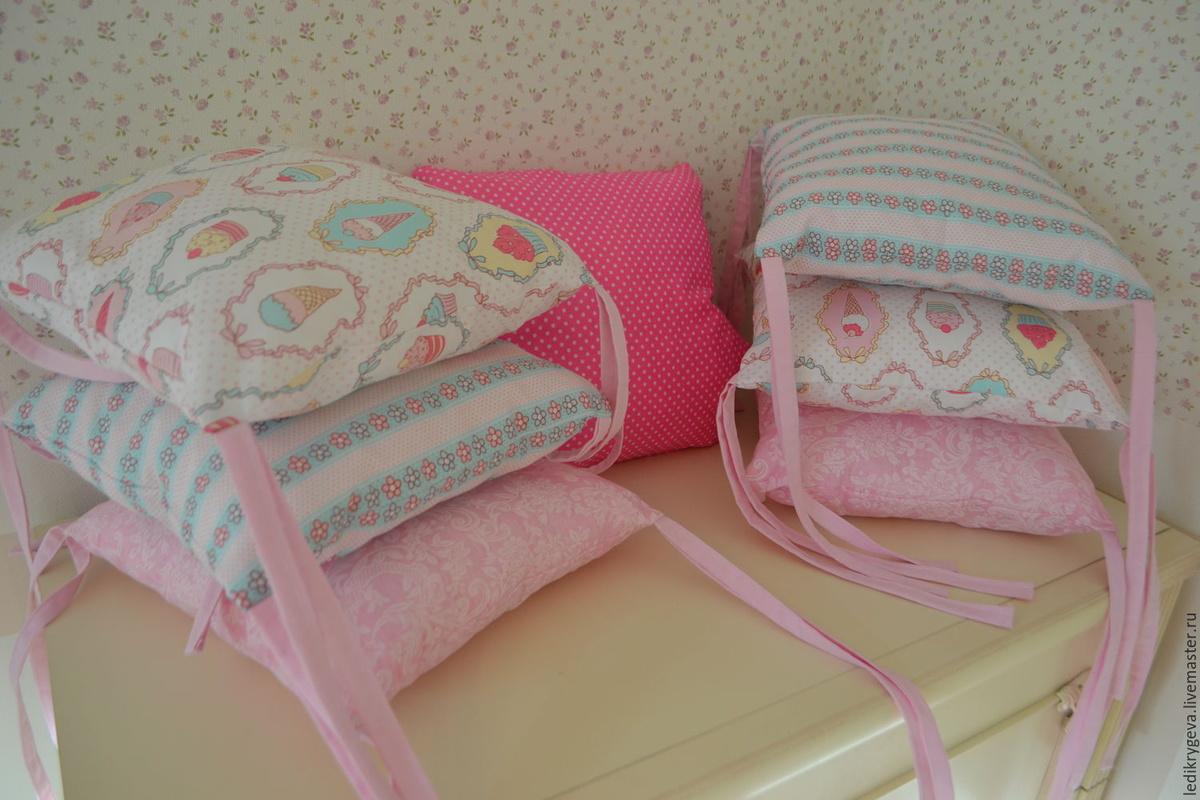 Как сшить бортики подушки в кроватку для новорожденного 11