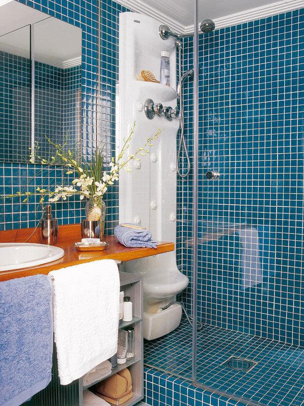 Дизайн душевая кабина в маленькой ванной комнате в