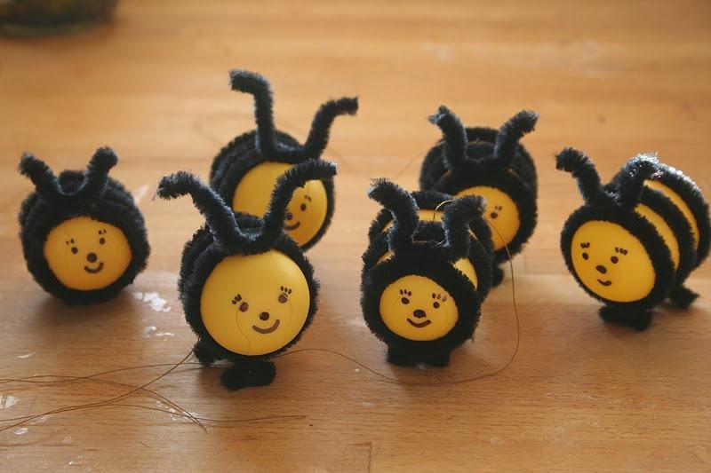 Пчелка своими руками из киндера