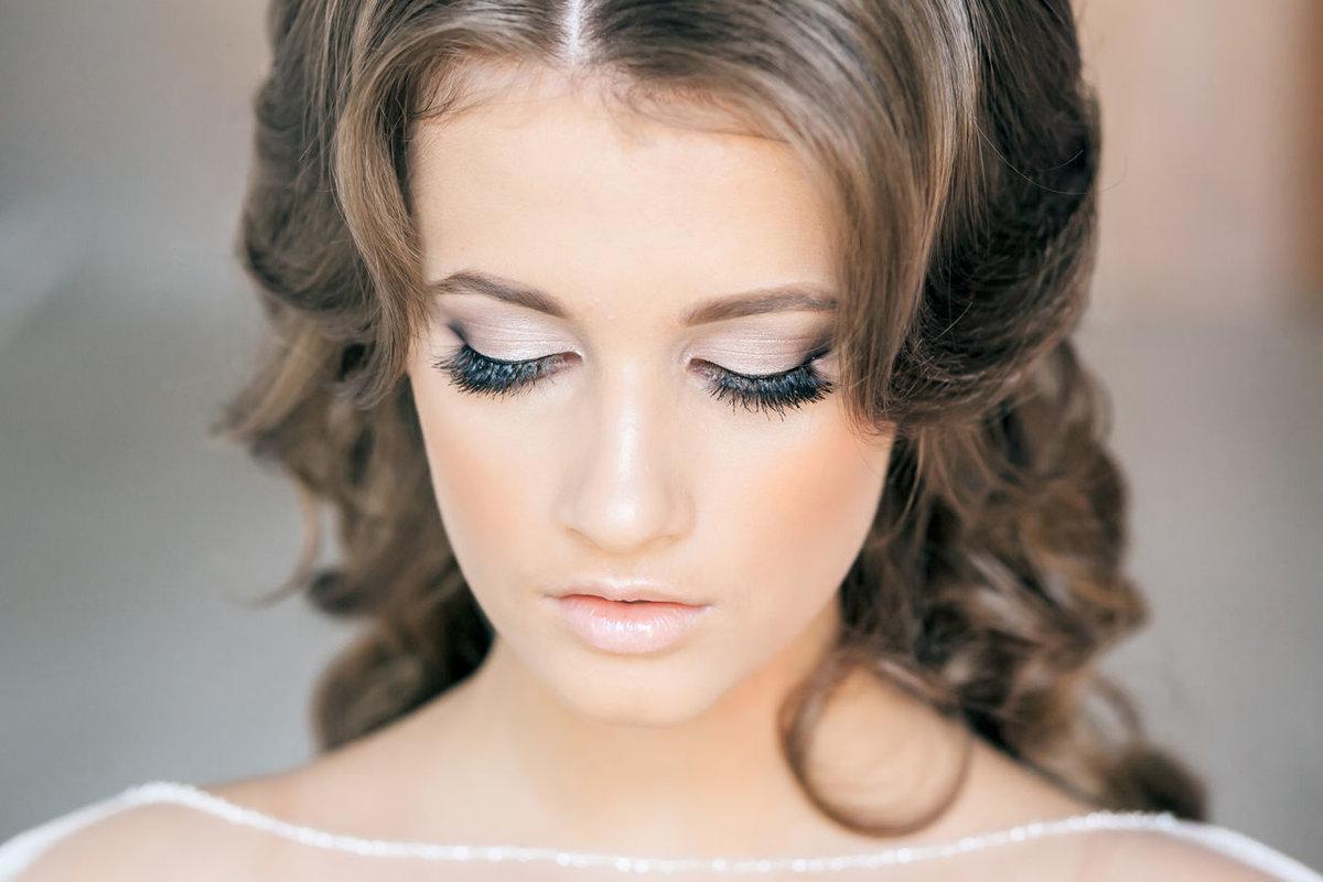 Нежно голубой свадебный макияж фото