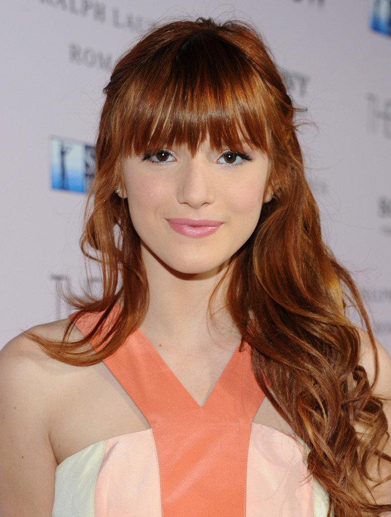 Прическа на длинные рыжие волосы с челкой фото
