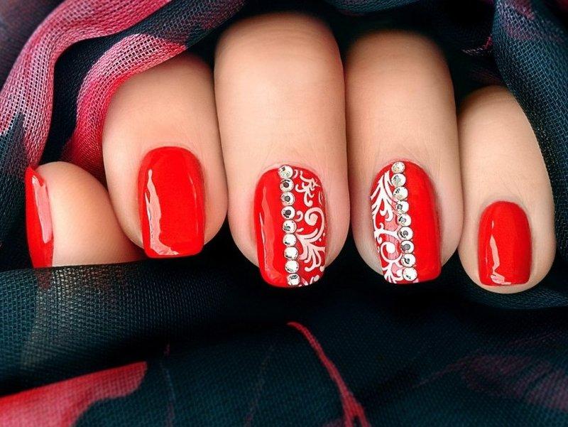 Фото ногти дизайн красный цвет