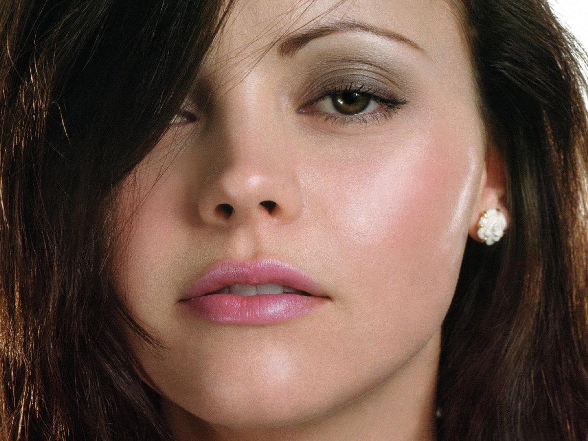 Макияж для карих глаз для брюнетки со светлой кожей