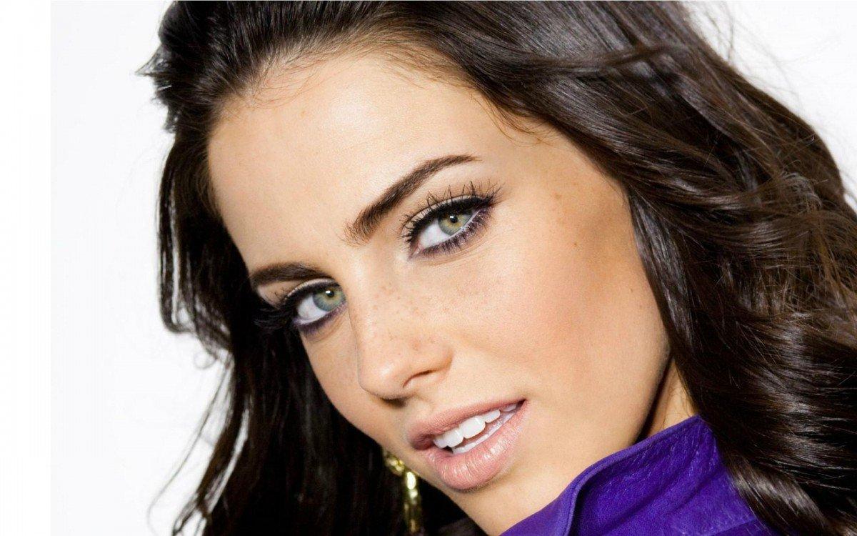 Брюнетки макияж для серых глаз фото