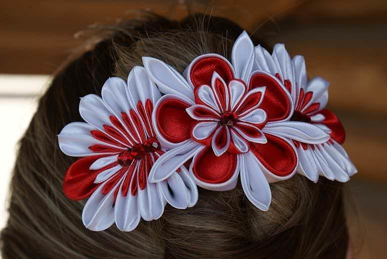 Цветы из лент на заколку
