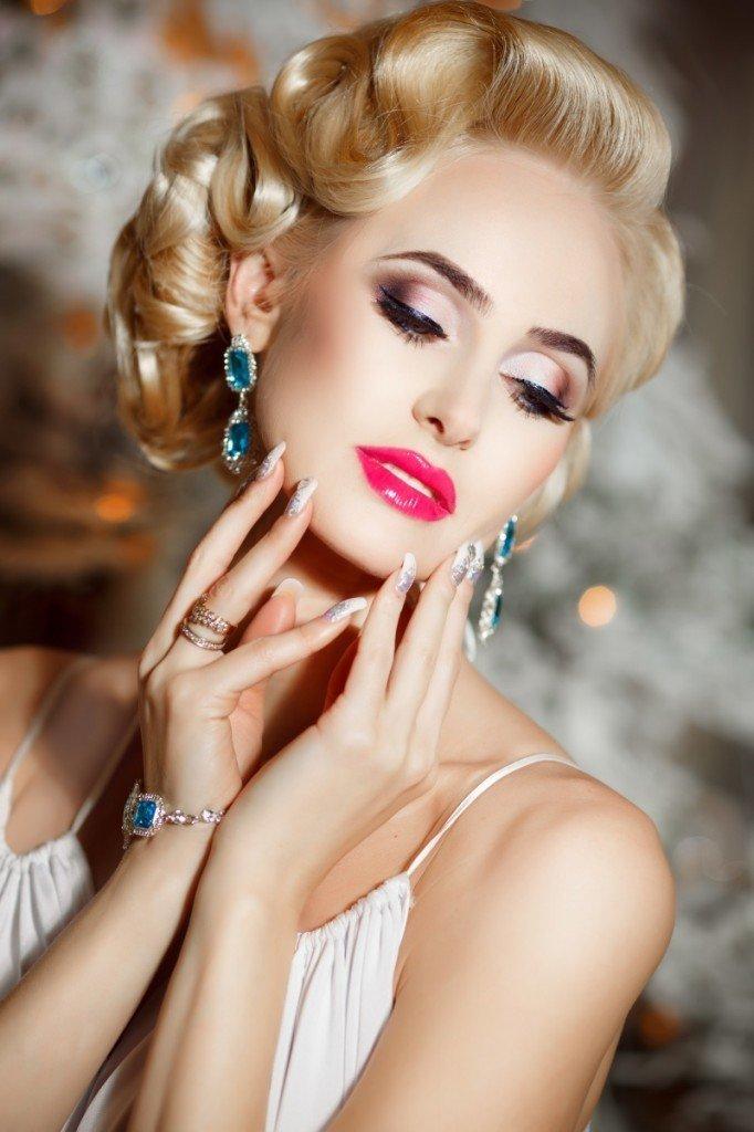 Пин ап макияж для блондинок