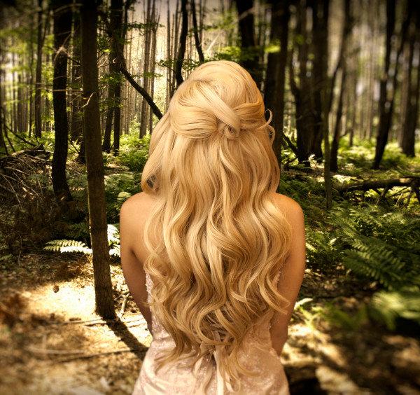 Прически на длинные светлые волосы