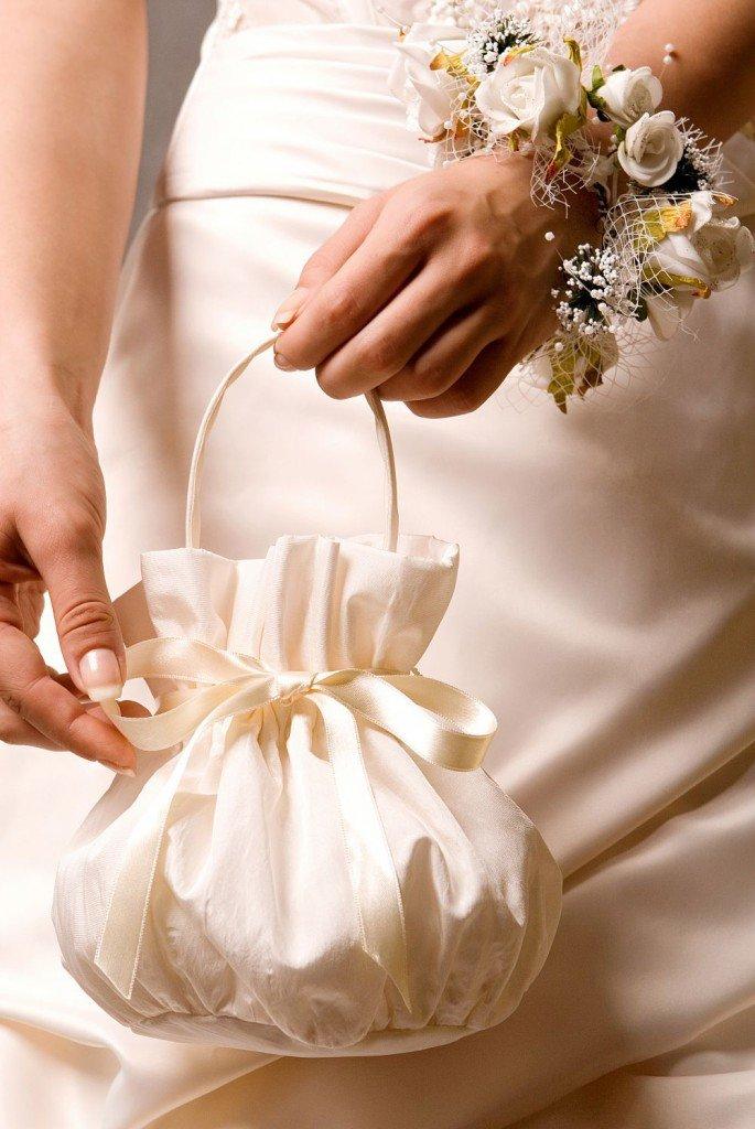 Как сшить невесте сумочку 733