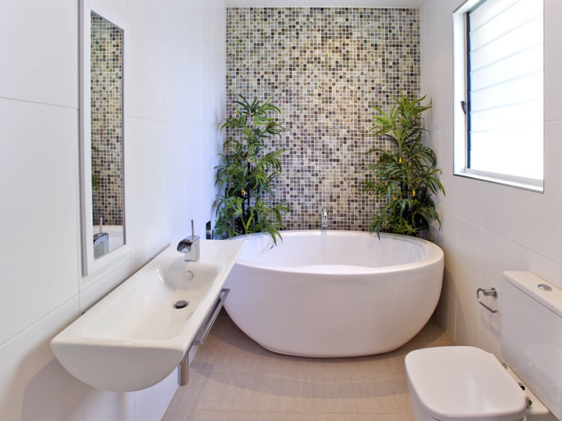 Freestanding bath small bathroom