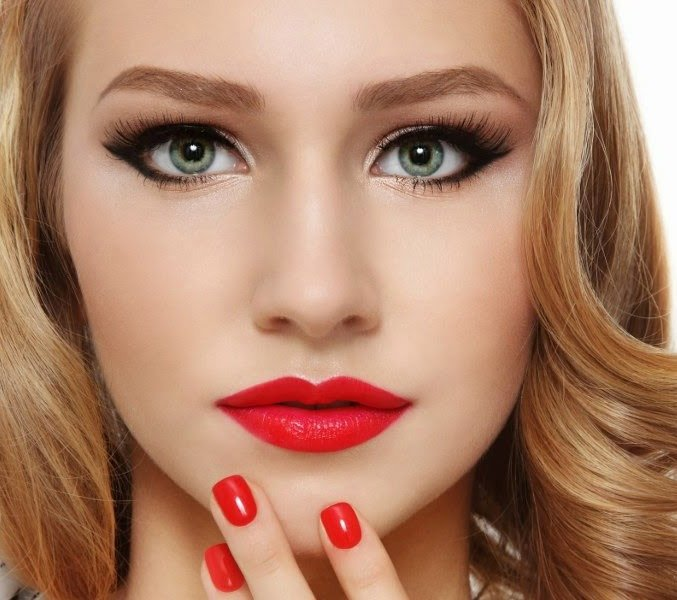 Фото макияжа для блондинки с зелеными глазами