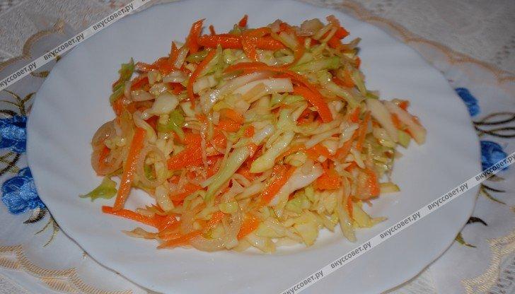 Салат из свежей капусты и моркови с