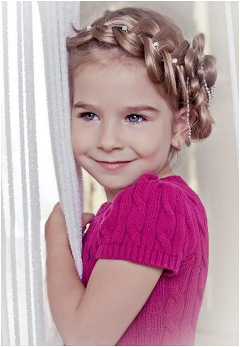 Фото прически для девочки с косичками