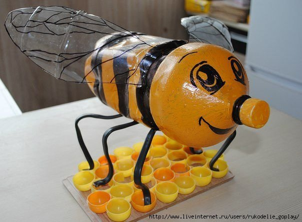 Фото пчелы из пластиковых бутылок своими руками
