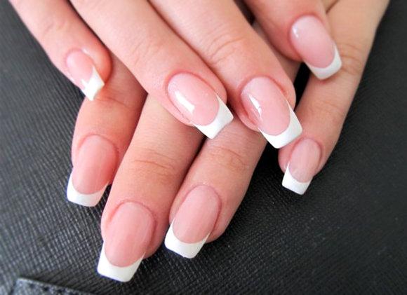 Квадратные ногти с белым френчем