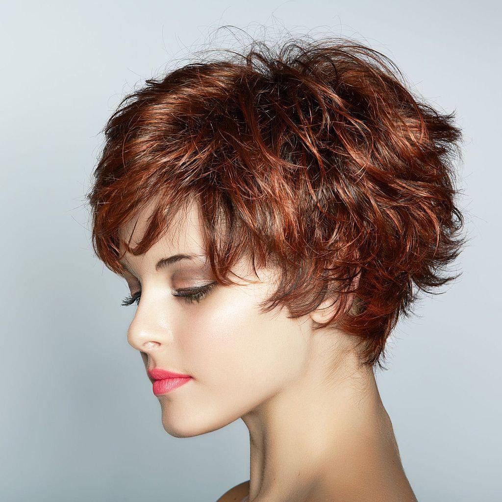 Фото коротких стрижек окрашенных волос
