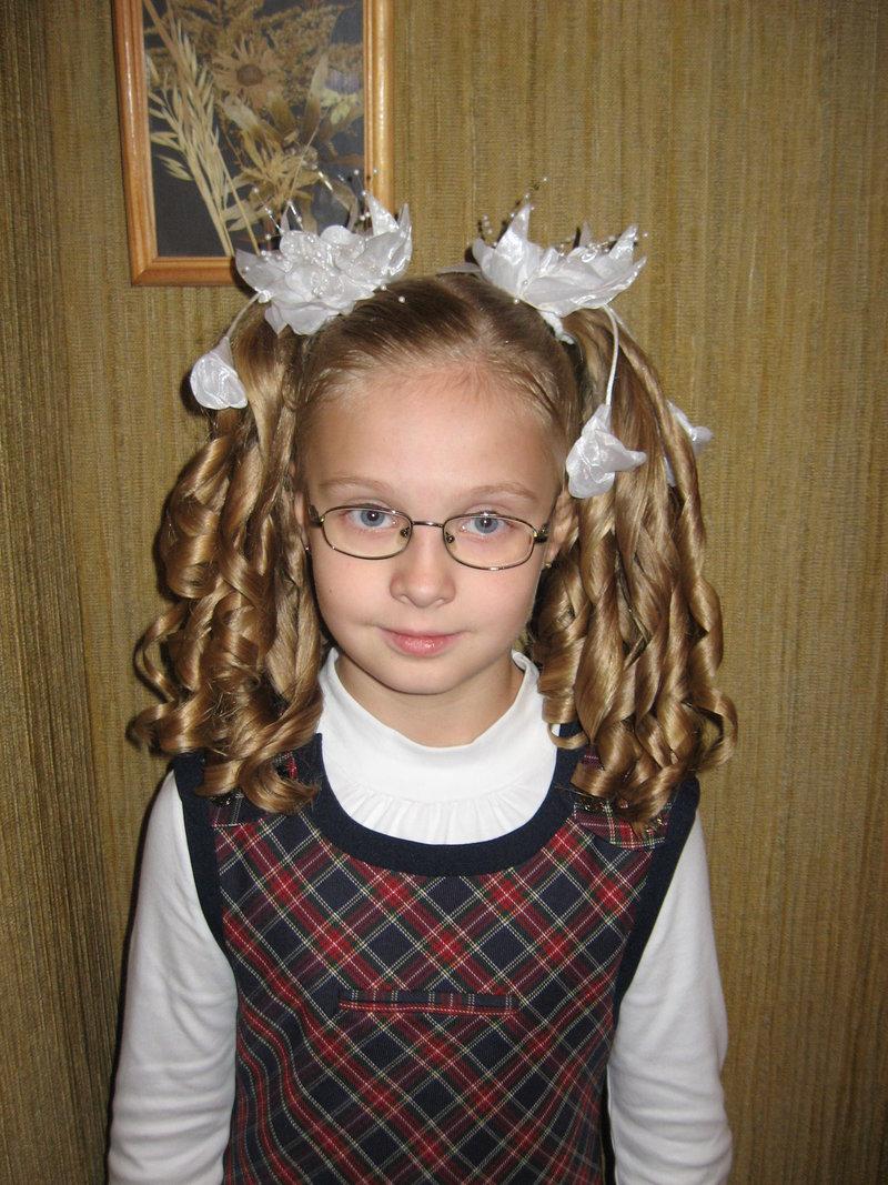 Прически на 1 сентября в 5 классе на длинные волосы фото
