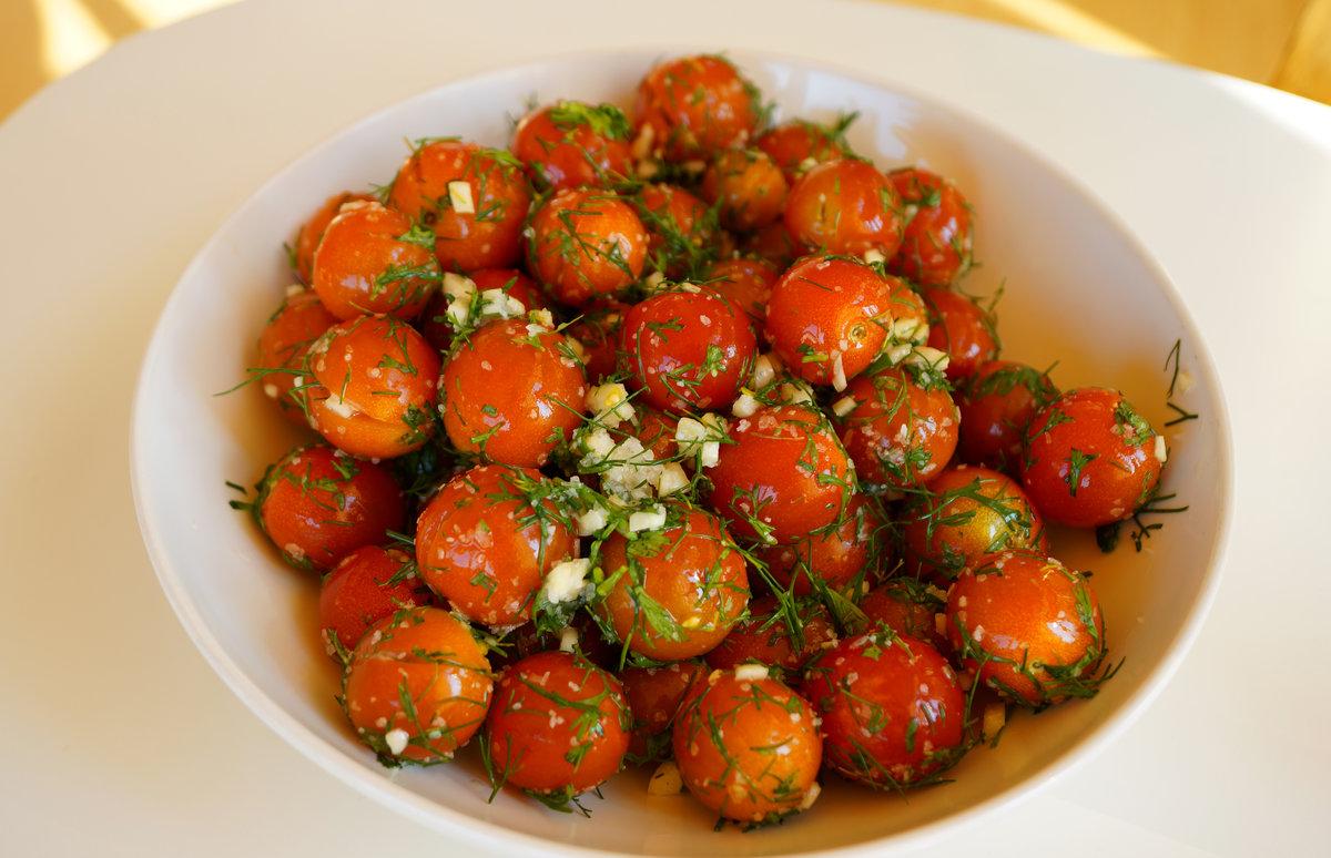Как сделать закуску из помидор с чесноком