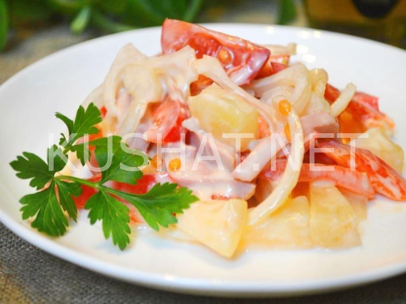 Салат с ананасом и колбасой и яйцом