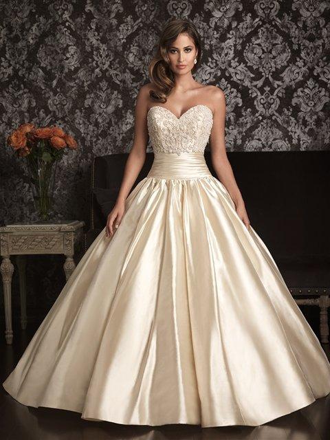 Цвет кремовый платья