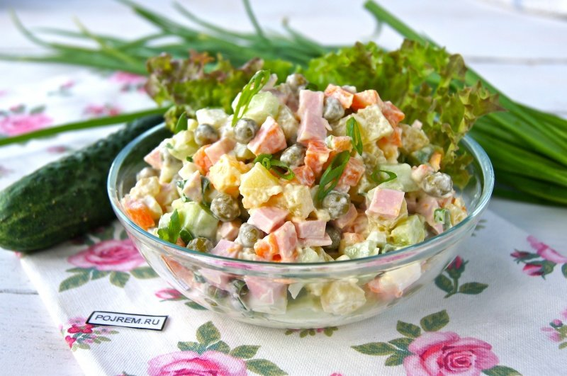 Салат оливье с мясом и свежим огурцом