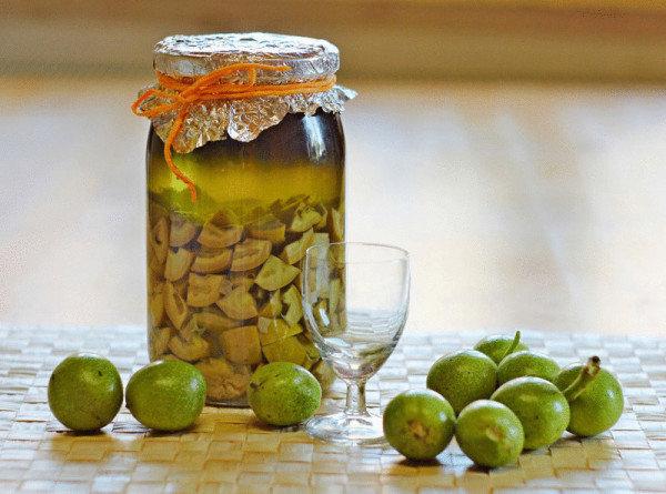 Рецепт зеленого грецкого ореха на водке