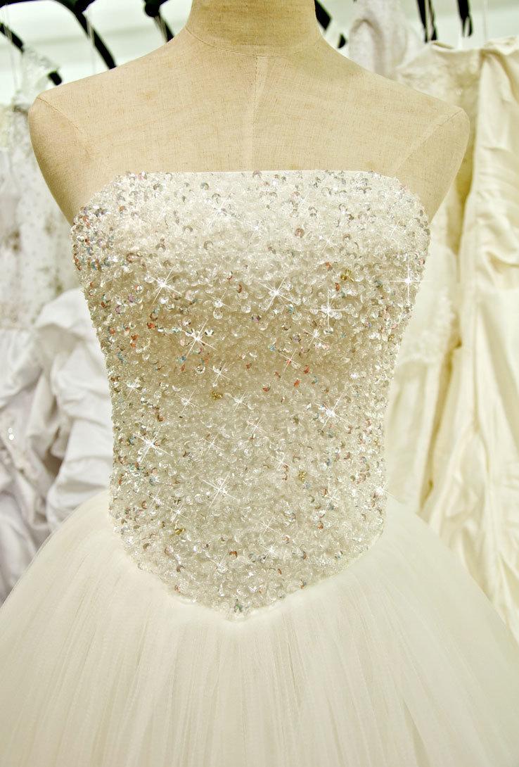 Платье свадебное расшитое жемчугом