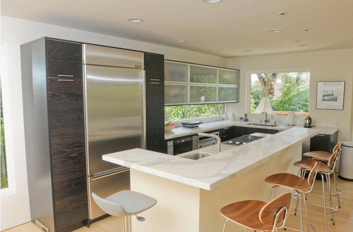 Фото интерьер маленькой кухни с барной стойкой фото