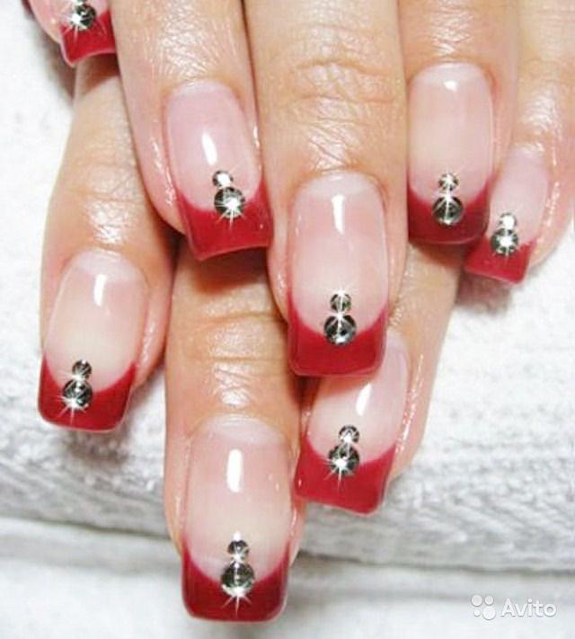 Нарощенные ногти красные со стразами на