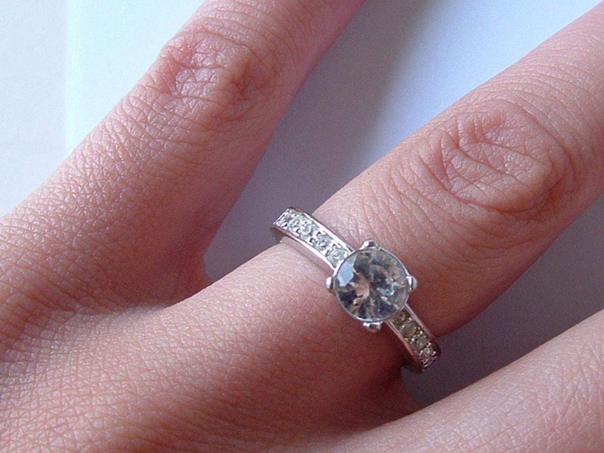 Видеть во сне свое кольцо с бриллиантом у себя на руке