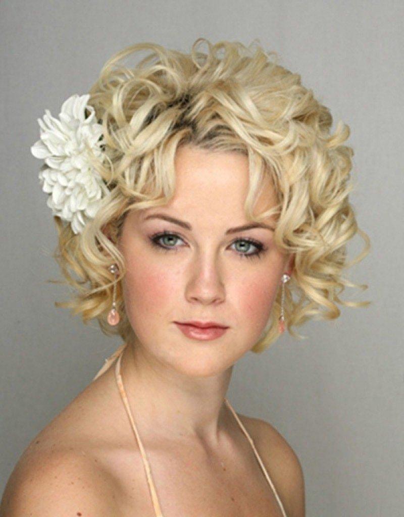 Прически на свадьбу на короткие волосы фото с челкой для