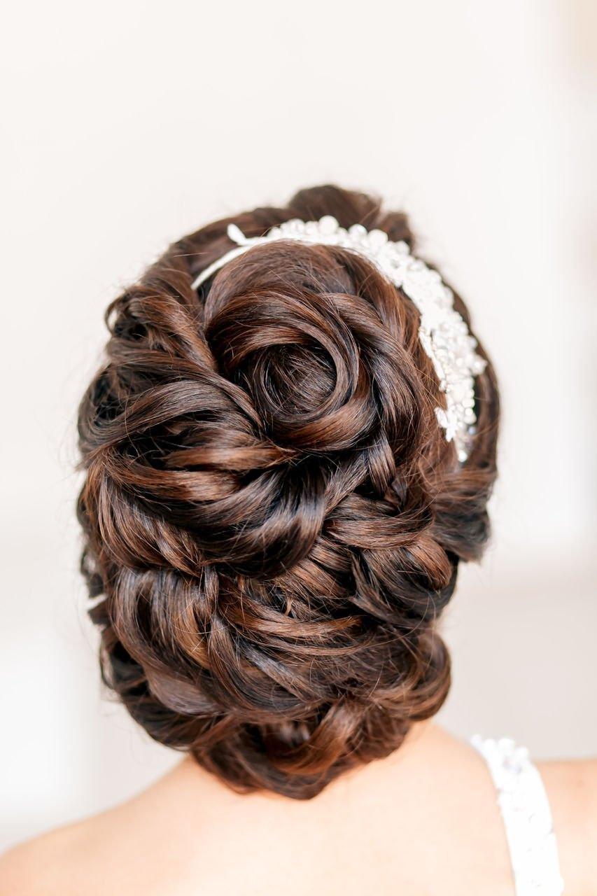 Прическа невесты с цветами в волосах